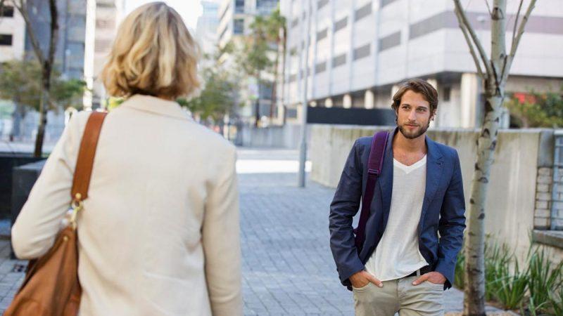 Как знакомиться на улице и общаться с незнакомыми людьми